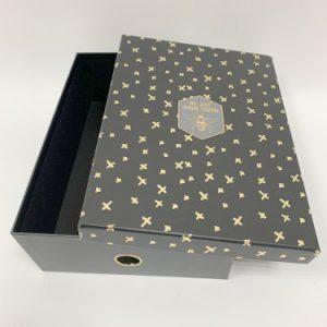 קופסת מסמכים שחור זהב
