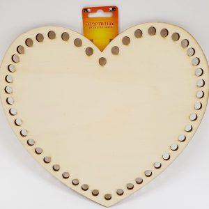 לוח עץ לב מחורר