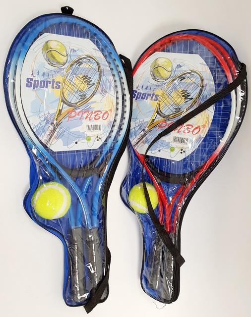 זוג מחבטי טניס עם כדור