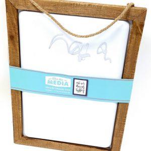 מסגרת עץ טבעי ואמייל לבן