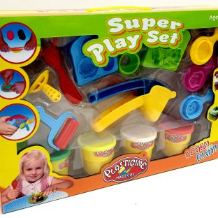 בצק משחק עם כלים שונים